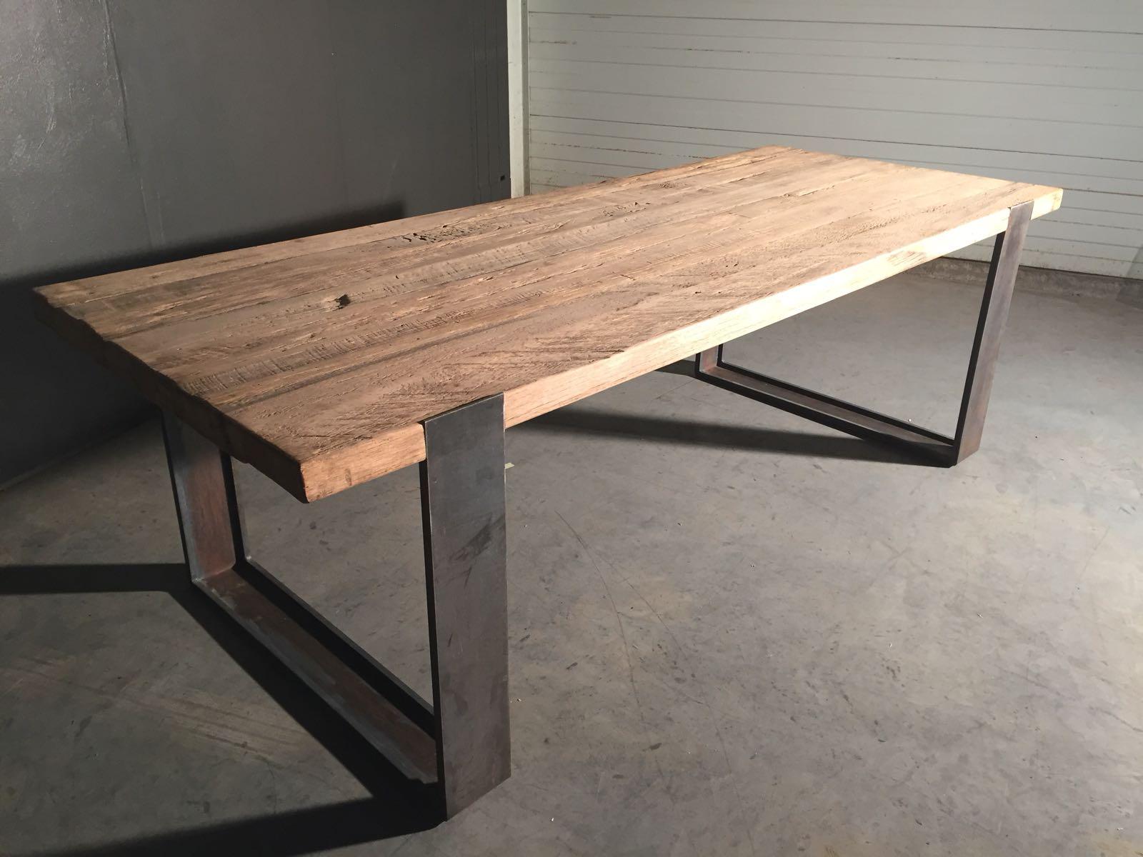 Eettafel oud hout vind je bij hedi meubelen in heeswijk dinther