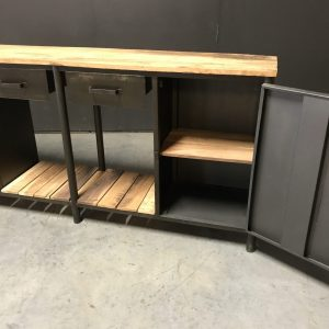 Dressoir Factory 001