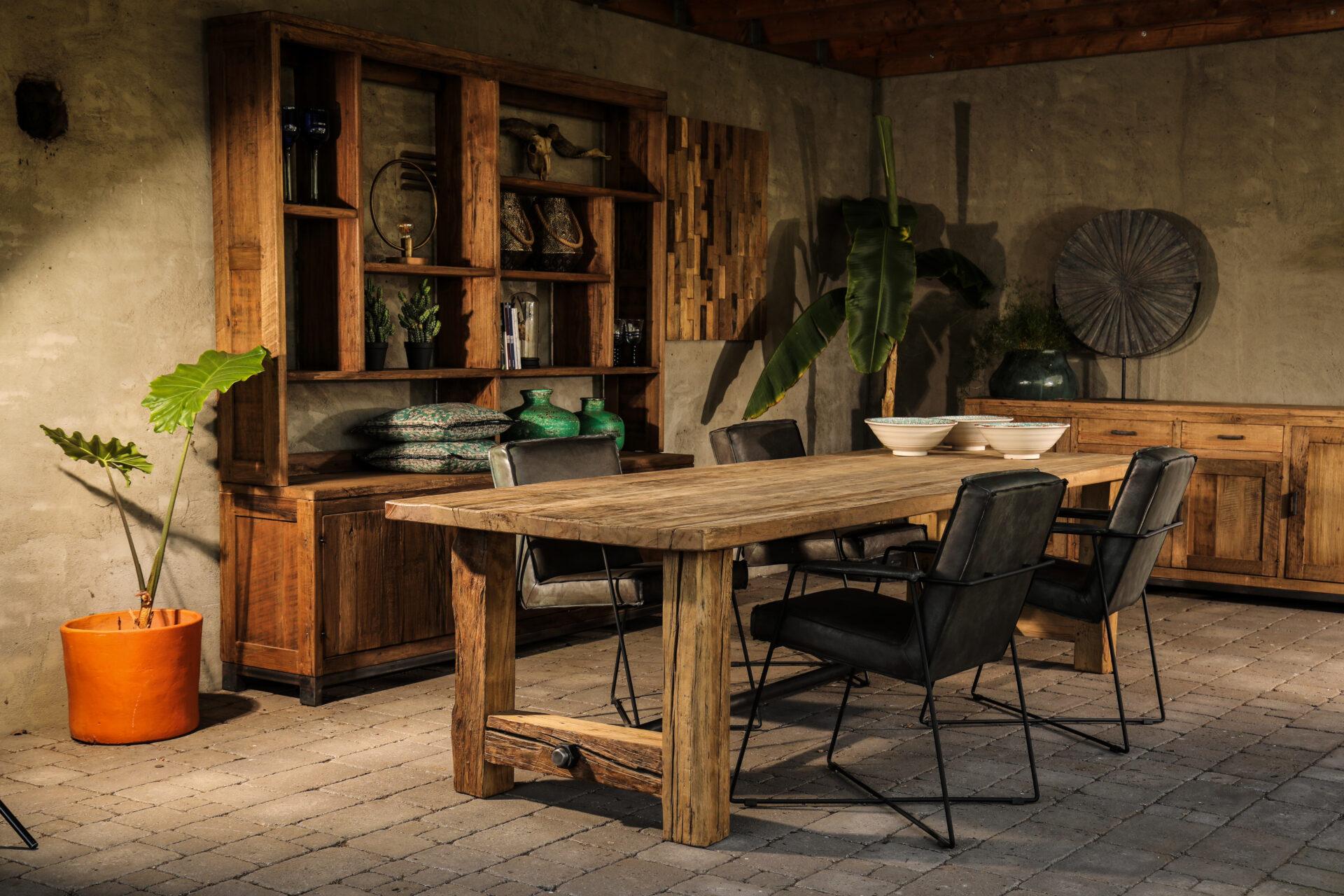 tafels van oud hout